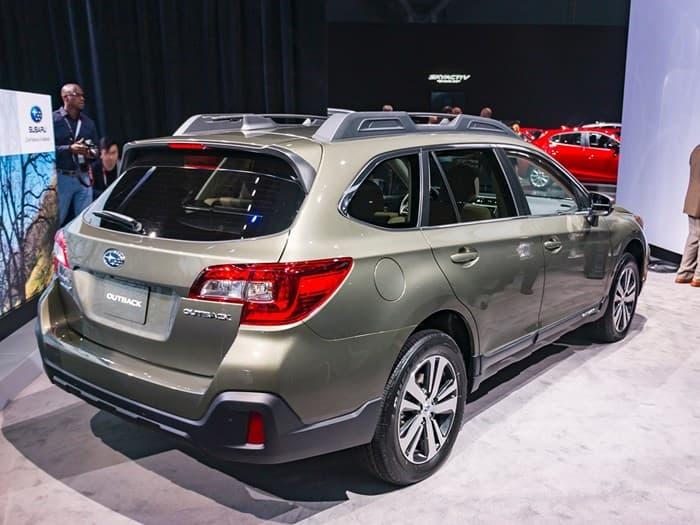 Subaru Outback 2018. Вид сзади