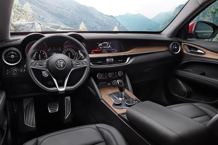 Салон нового кроссовера Alfa Romeo Stelvio 2017-2018