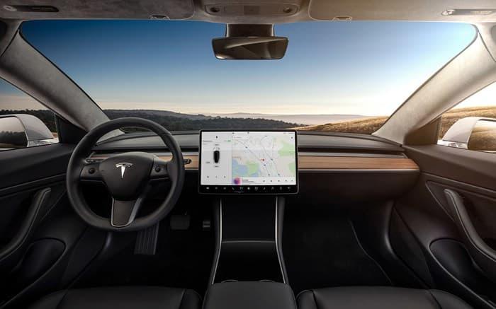 Салон автомобиля Тесла Модель 3 2017-2018
