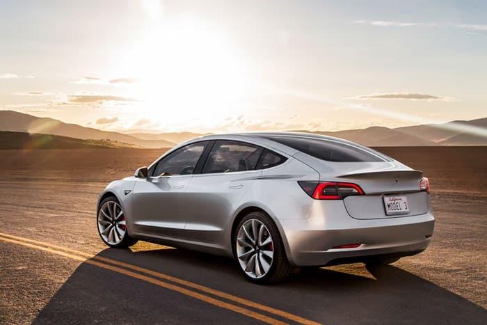 Новый автомобиль Тесла Модель 3 2017-2018
