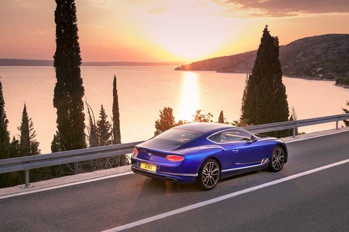 Роскошный купе Бентли Континеталь GT 2018 года